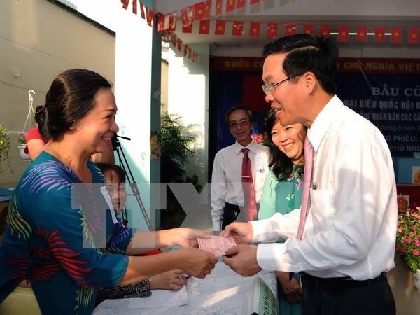 Lideres vietnamitas se unen a votantes en elecciones generales hinh anh 5