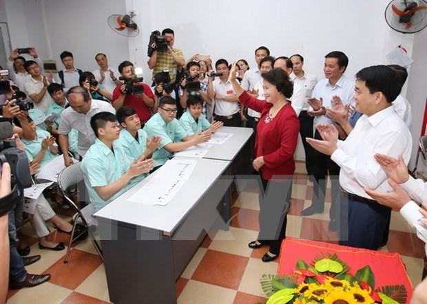 Funcionarios vietnamitas realizan inspecciones en colegios electorales en el pais hinh anh 1