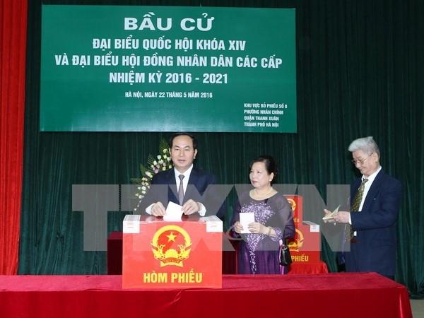 Lideres vietnamitas se unen a votantes en elecciones generales hinh anh 2