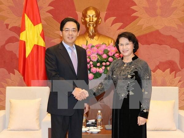 Vietnam se pronuncia por ampliar confianza politica con China hinh anh 1