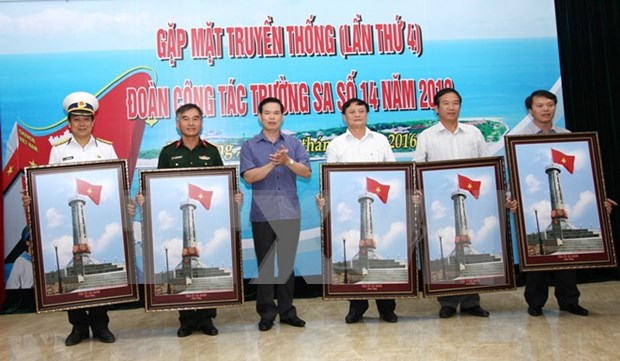Exposicion fotografica sobre mar e islas de la patria en provincia vietnamita hinh anh 1