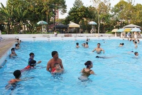Escuelas en Ciudad Ho Chi Minh ofreceran clases de natacion hinh anh 1