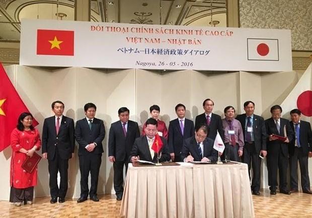 FPT firma contratos con companias japonesas en impresion y educacion hinh anh 1