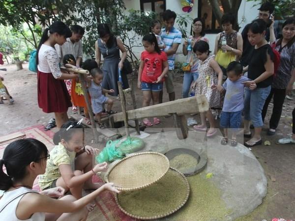 En Hanoi amplias actividades en saludo al Dia Internacional del Nino hinh anh 1
