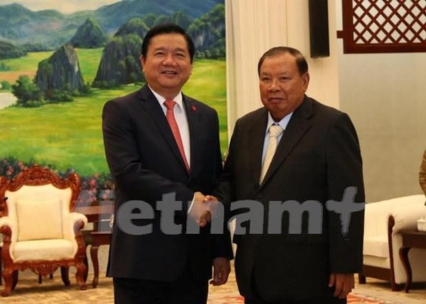 Dirigente partidista de Ciudad Ho Chi Minh resalta cooperacion con Laos hinh anh 1
