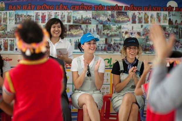 Katy Perry visita a ninos con condiciones dificiles en Vietnam hinh anh 2