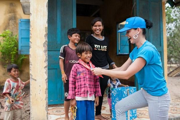 Katy Perry visita a ninos con condiciones dificiles en Vietnam hinh anh 4