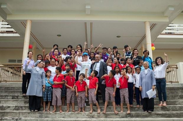 Katy Perry visita a ninos con condiciones dificiles en Vietnam hinh anh 6