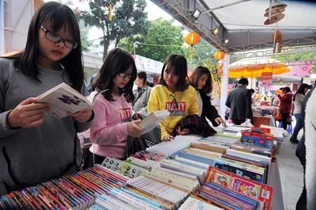 Animado mercado de libros para ninos en Vietnam hinh anh 1