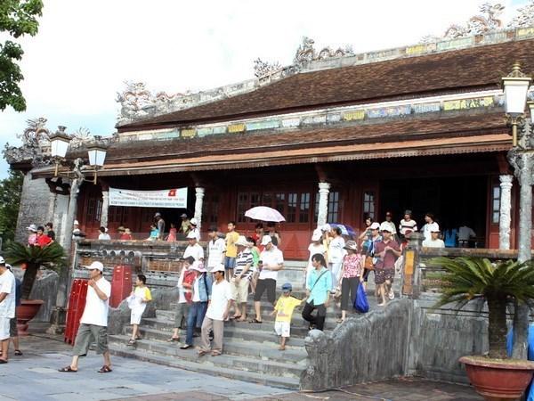 Un millon de turistas visitan Hue, antigua capital imperial de Vietnam hinh anh 1