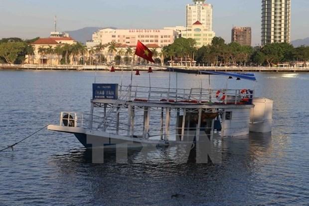 Premier dirige labores de busqueda de desaparecidos en naufragio en Da Nang hinh anh 1