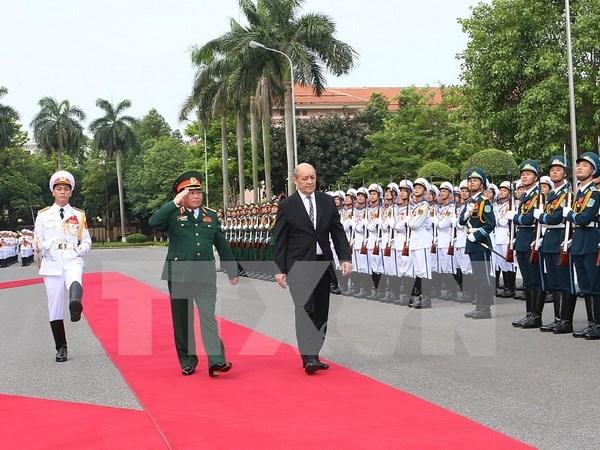 Vietnam y Francia consideraran mecanismo de dialogo estrategico de defensa hinh anh 1