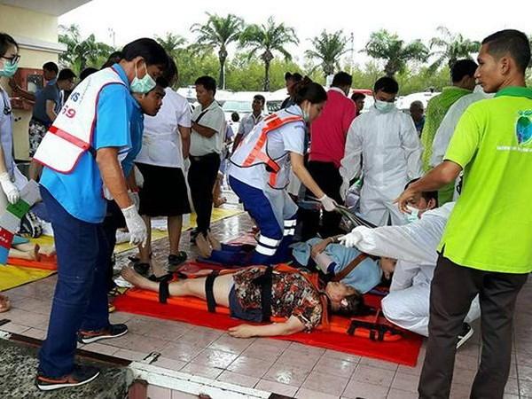Dos muertos y 20 heridos en colision de dos lanchas turisticas en Tailandia hinh anh 1