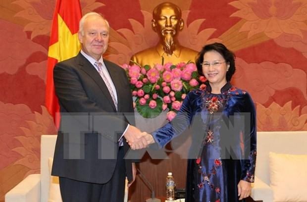 Lider parlamentaria de Vietnam recibe a embajadores de Rusia y Japon hinh anh 1