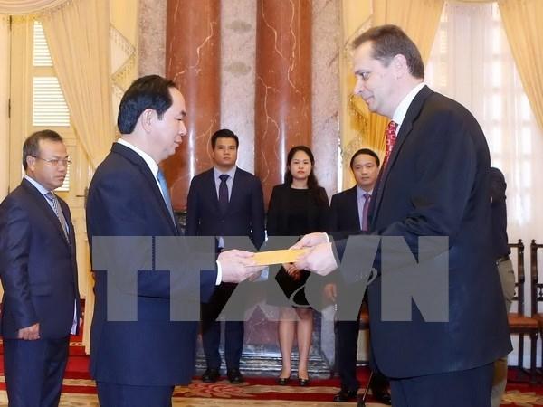 Presidente vietnamita recibe a nuevos embajadores hinh anh 1