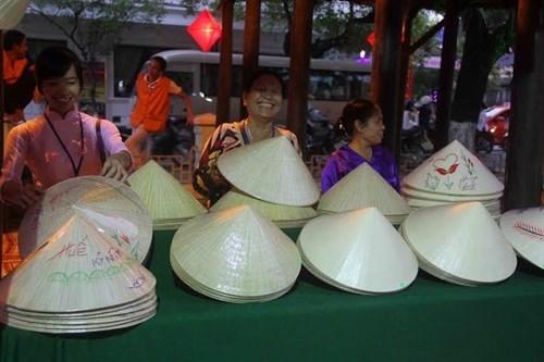 Antigua ciudad vietnamita preserva artesania tradicional hinh anh 1