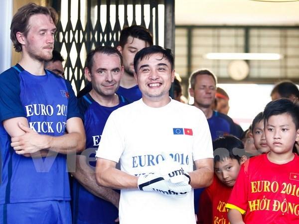 Partido amistoso de futbol consolida relaciones Vietnam - UE hinh anh 1