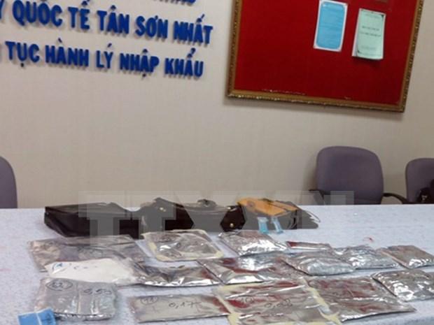 Decomisan cargamento de cocaina en aeropuerto en Ciudad Ho Chi Minh hinh anh 1