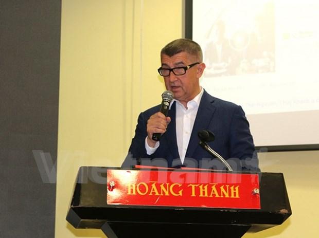 Empresas vietnamitas en Republica Checa estudian nuevas normas de ingresos hinh anh 1