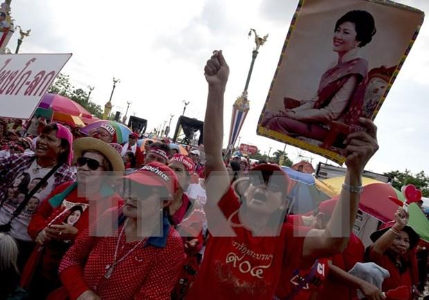 """Policia tailandesa impide a """"camisas rojas"""" abrir centros supervisores de referendum hinh anh 1"""