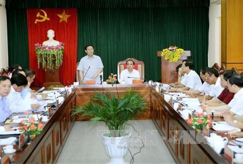 Vicepremier vietnamita examina desarrollo socioeconomico de provincia nortena hinh anh 1