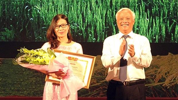 Premian en Vietnam a obras del concurso de escritura sobre agricultura hinh anh 1