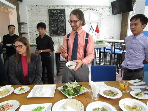 Un amante israeli de la cocina vietnamita hinh anh 1