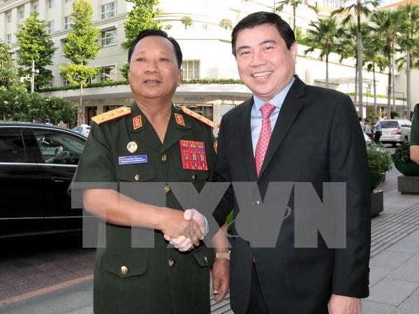 Exitos de Ciudad Ho Chi Minh son ejemplos para Laos, dijo su ministro de Defensa hinh anh 1