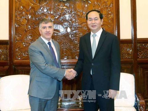 Presidente vietnamita recibe a salientes embajadores de Argentina y Myanmar hinh anh 1