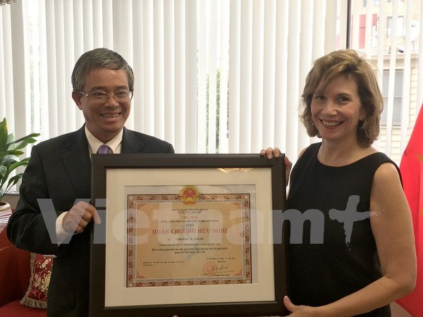 Honran a presidenta de oficina comercial de EE.UU. en Hanoi hinh anh 1