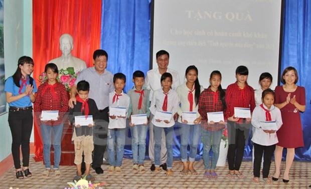 Entregan becas a alumnos desfavorecidos en Vietnam hinh anh 1