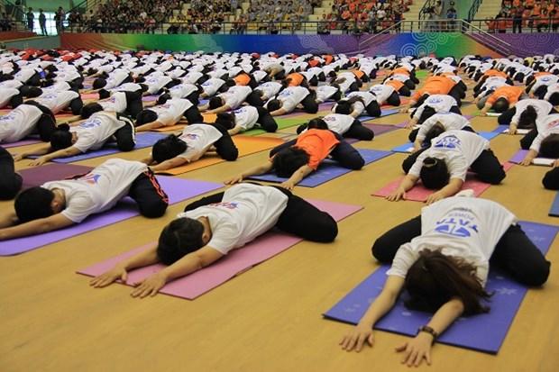 Gran meditacion colectiva en Hanoi en Dia Internacional de Yoga hinh anh 1