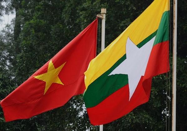 """Otorgan medalla """"Por la paz y amistad entre los pueblos"""" al embajador birmano hinh anh 1"""