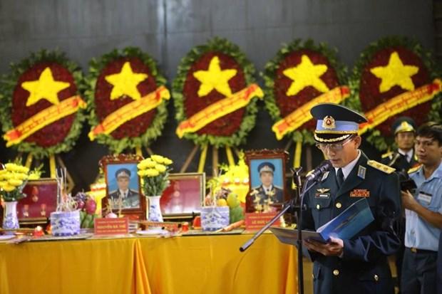 Honran a 10 martires fallecidos en accidentes de avion militar hinh anh 1