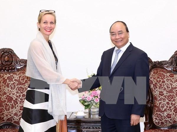 Premier vietnamita recibe a embajadores de Suecia y Myanmar hinh anh 1