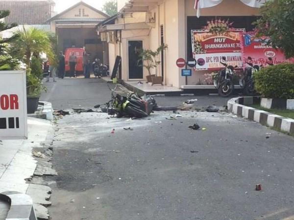 Indonesia: Ataque suicida en estacion policial hinh anh 1