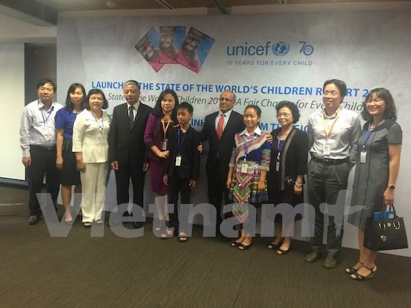 Reducen tasa de pobreza infantil en Vietnam, segun informe de UNICEF hinh anh 1
