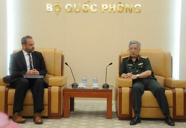 Viceministro de Defensa de Vietnam recibe a oficial militar de EE.UU. hinh anh 1