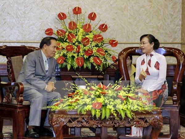Ciudad Ho Chi Minh y Vientiane fortalecen cooperacion entre organizaciones de masas hinh anh 1