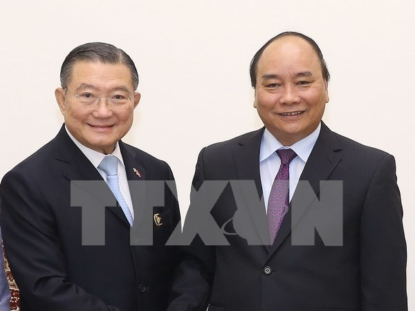 Premier vietnamita se compromete a crear entorno favorable a inversores foraneos hinh anh 1