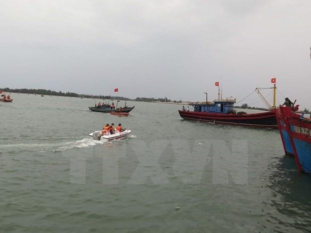 Marineros vietnamitas rescatan a pescadores malasios hinh anh 1