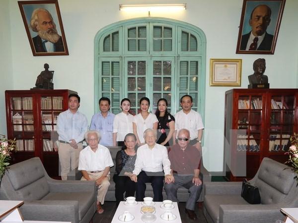 Rinden tributo a ex lider partidista vietnamita hinh anh 1