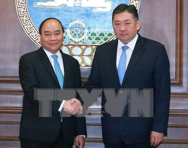 Primer ministro de Vietnam continua visita en Mongolia hinh anh 1