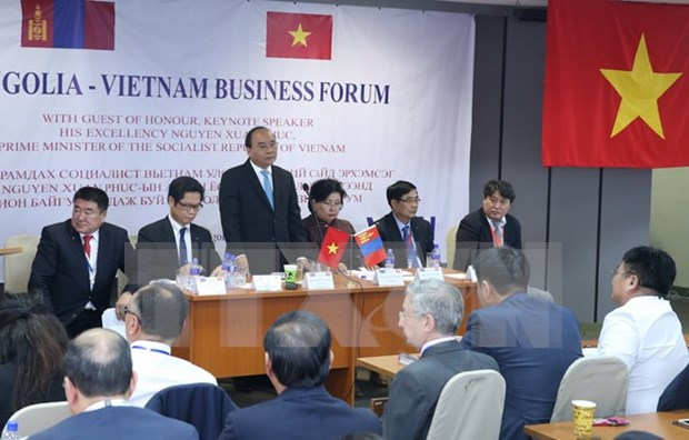 Premier vietnamita asiste al Foro Empresarial Vietnam-Mongolia hinh anh 1