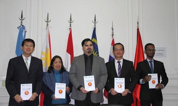 Presentan compilacion de ensayos galardonados del concurso sobre ASEAN en Argentina hinh anh 1