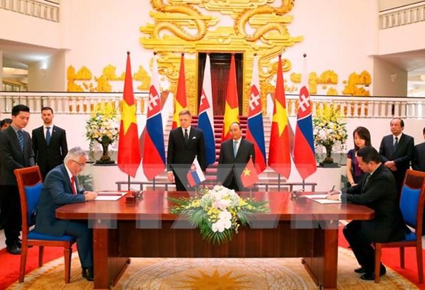 Vietnam es socio de amistad tradicional de Eslovaquia, dijo premier eslovaco hinh anh 1