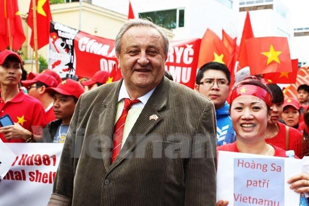 Activista checo refuta punto de vista de China sobre Mar del Este hinh anh 1