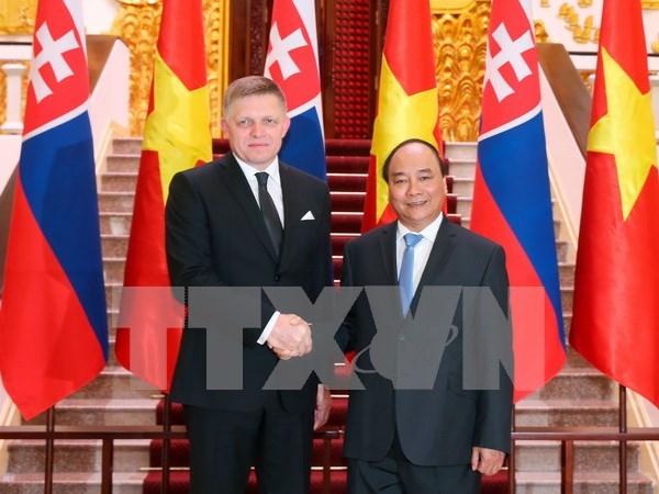 Primer ministro de Eslovaquia concluye visita oficial a Vietnam hinh anh 1