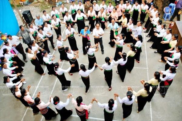 Vietnam busca reconocimiento de UNESCO para la danza Xoe hinh anh 1