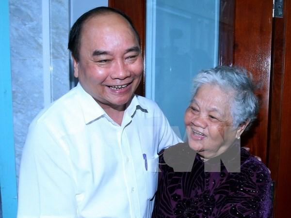 Premier visita a familias beneficiarias de politica en Can Tho hinh anh 1